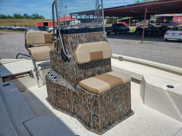 2021 Xpress boat for sale, model of the boat is H20B & Image # 8 of 12