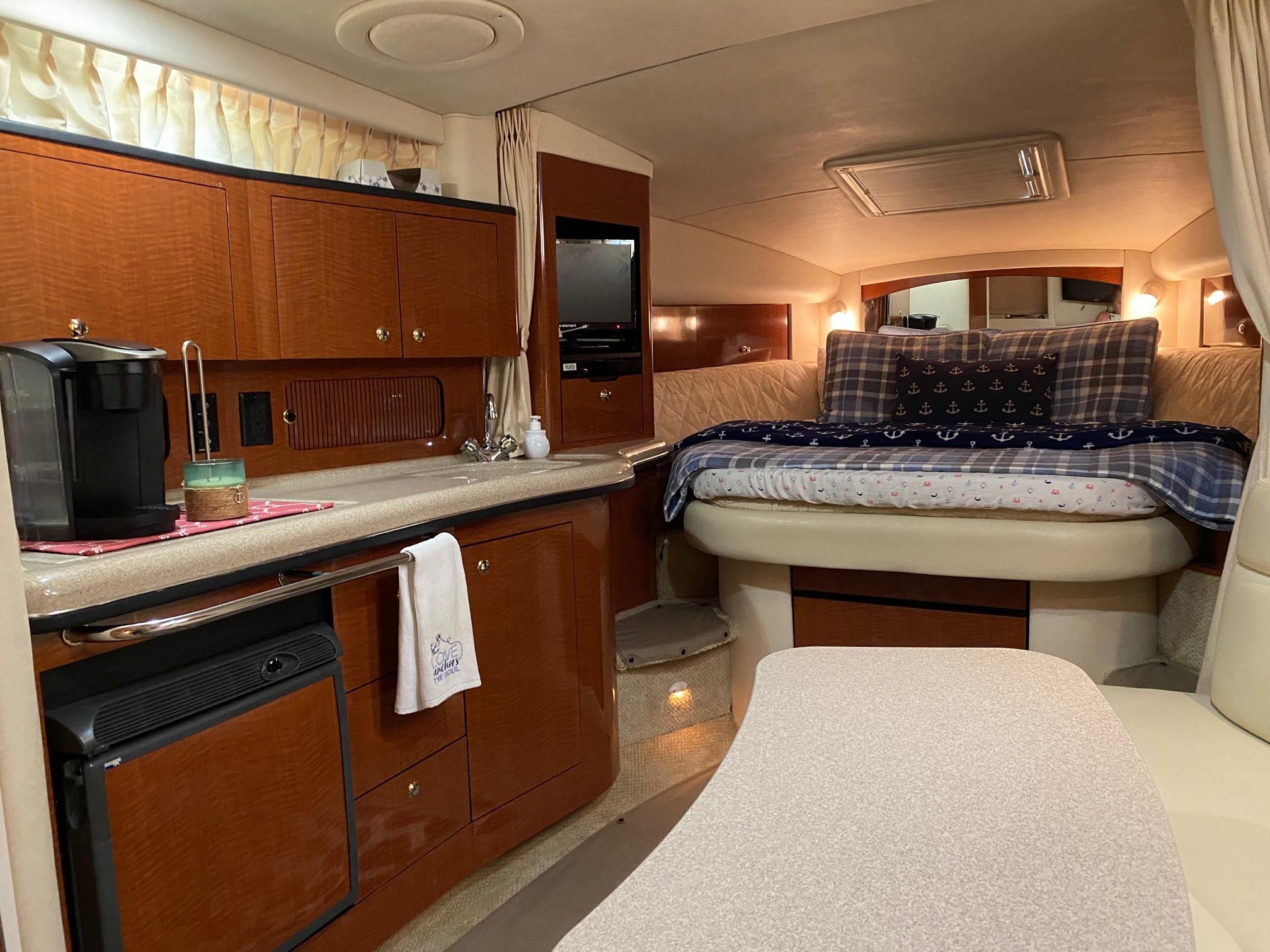 D 6189 KB Knot 10 Yacht Sales