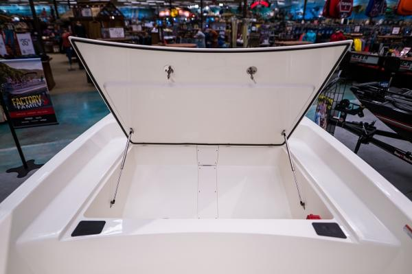 2022 Mako boat for sale, model of the boat is Pro Skiff 17 CC & Image # 17 of 28