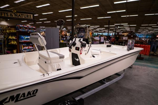 2022 Mako boat for sale, model of the boat is Pro Skiff 17 CC & Image # 7 of 28