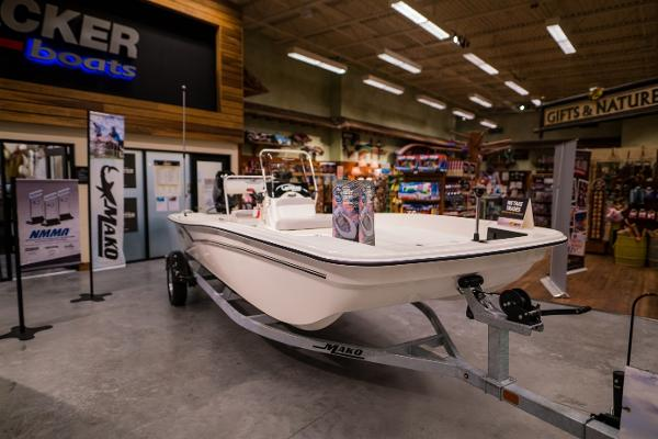 2022 Mako boat for sale, model of the boat is Pro Skiff 17 CC & Image # 3 of 28
