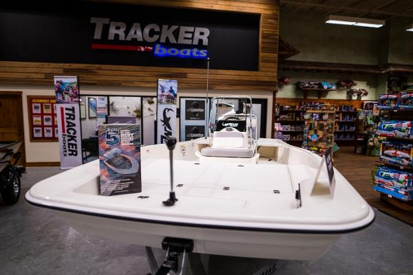 2022 Mako boat for sale, model of the boat is Pro Skiff 17 CC & Image # 2 of 28