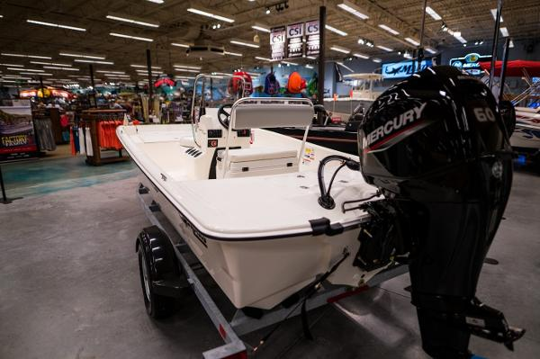 2022 Mako boat for sale, model of the boat is Pro Skiff 17 CC & Image # 5 of 28