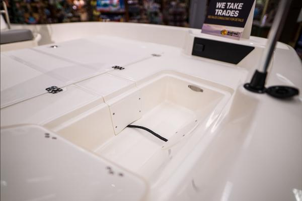 2022 Mako boat for sale, model of the boat is Pro Skiff 17 CC & Image # 19 of 28