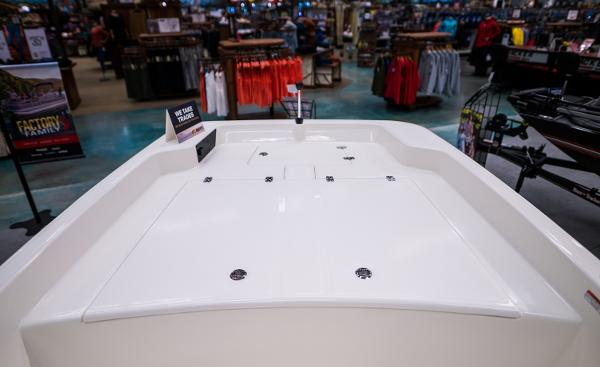 2022 Mako boat for sale, model of the boat is Pro Skiff 17 CC & Image # 16 of 28