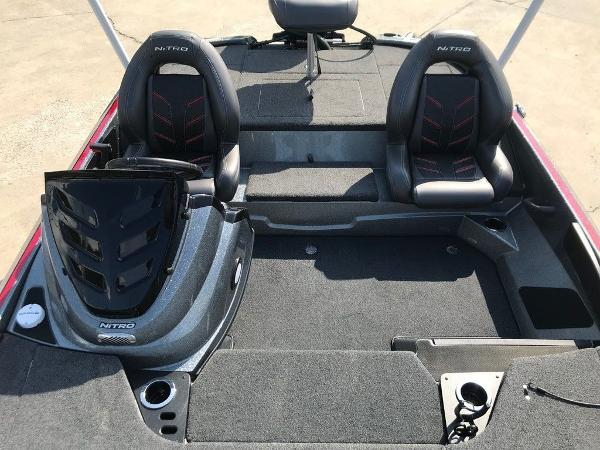2017 Nitro boat for sale, model of the boat is Z18 & Image # 7 of 9