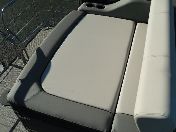 2021 Godfrey Pontoon boat for sale, model of the boat is SW 2286 SFL iMPACT  29 in. Center Tube & Image # 5 of 26