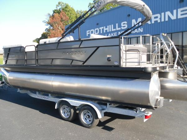 2021 Godfrey Pontoon boat for sale, model of the boat is SW 2286 SFL iMPACT  29 in. Center Tube & Image # 10 of 26