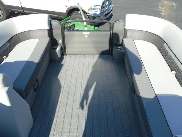 2021 Godfrey Pontoon boat for sale, model of the boat is SW 2286 SFL iMPACT  29 in. Center Tube & Image # 11 of 26