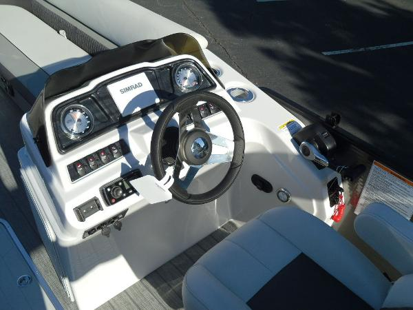 2021 Godfrey Pontoon boat for sale, model of the boat is SW 2286 SFL iMPACT  29 in. Center Tube & Image # 13 of 26