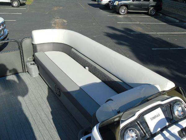 2021 Godfrey Pontoon boat for sale, model of the boat is SW 2286 SFL iMPACT  29 in. Center Tube & Image # 16 of 26
