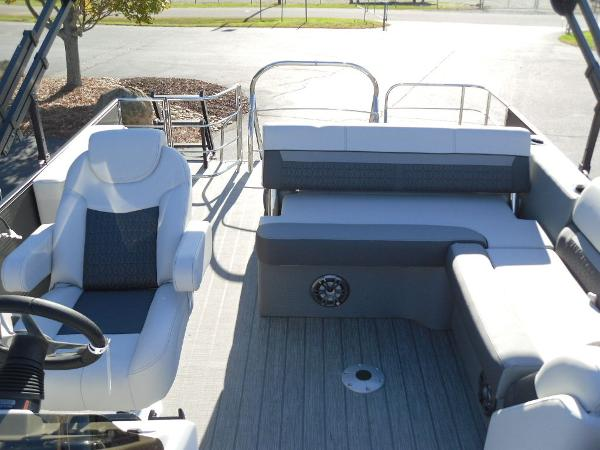 2021 Godfrey Pontoon boat for sale, model of the boat is SW 2286 SFL iMPACT  29 in. Center Tube & Image # 19 of 26