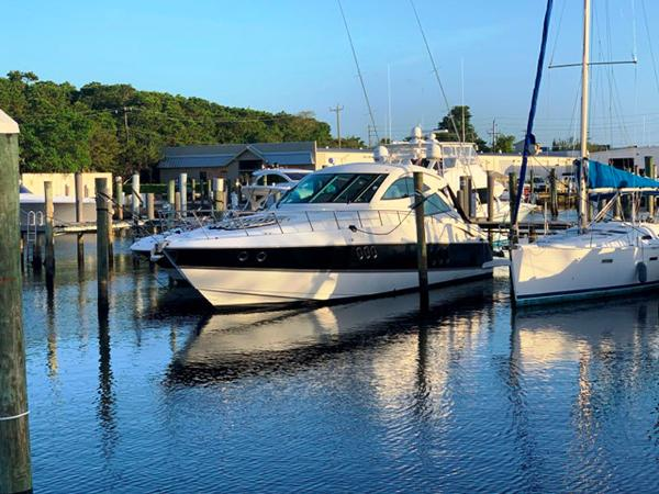 2013 Cruisers Yachts 540 Coupe