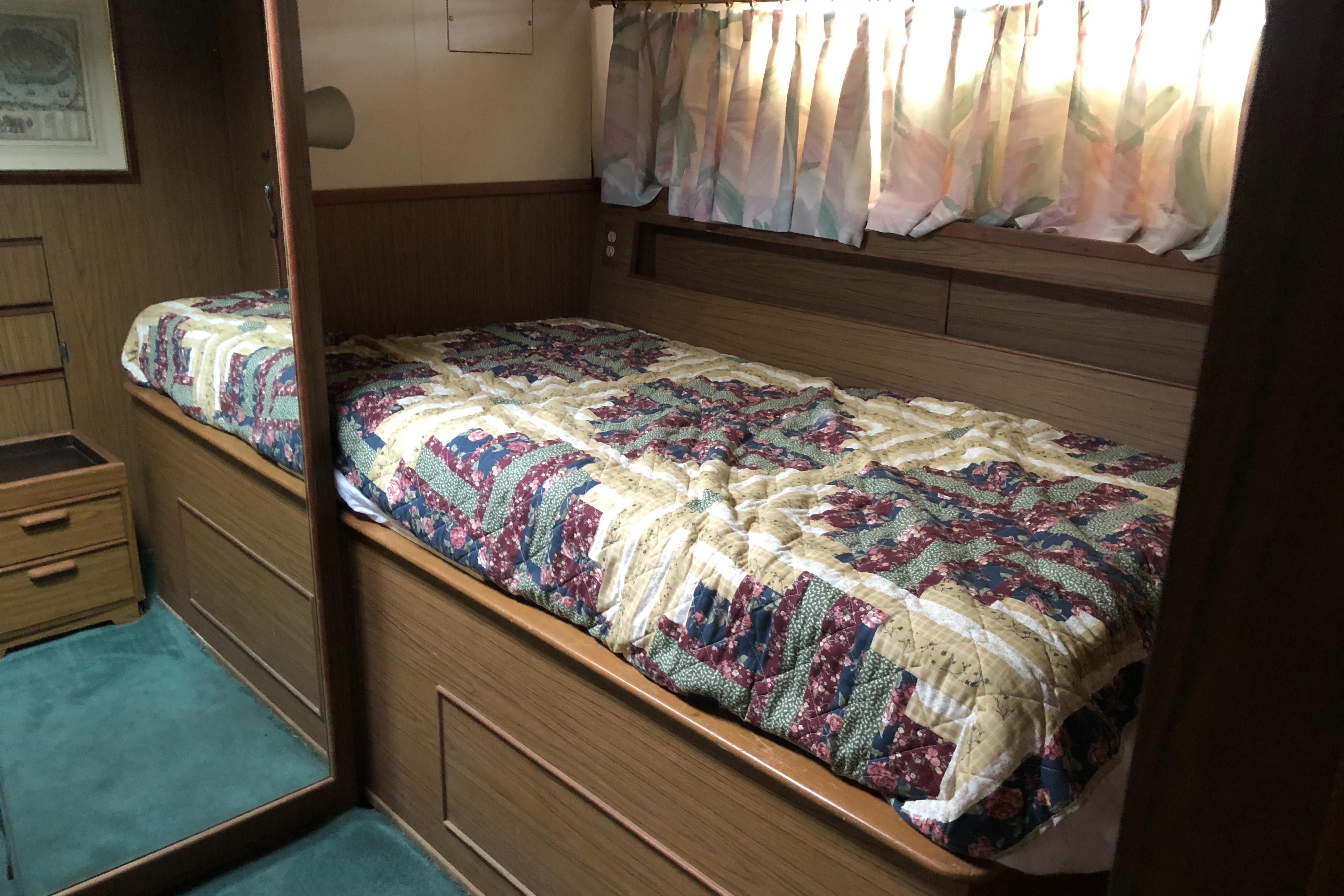 NY 5766 KM Knot 10 Yacht Sales