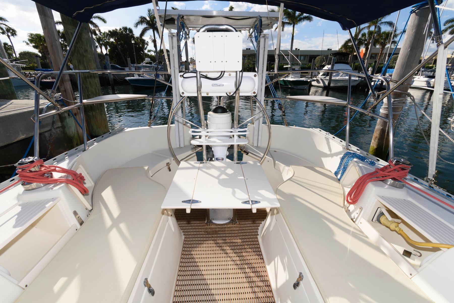 F 5911 FJ Knot 10 Yacht Sales