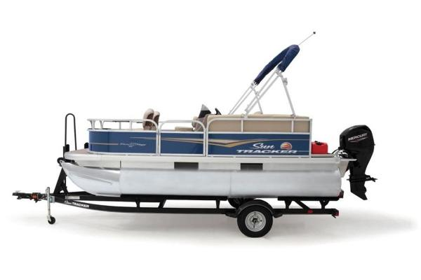 2021 Sun Tracker boat for sale, model of the boat is Bass Buggy® 16 XL Select & Image # 2 of 4