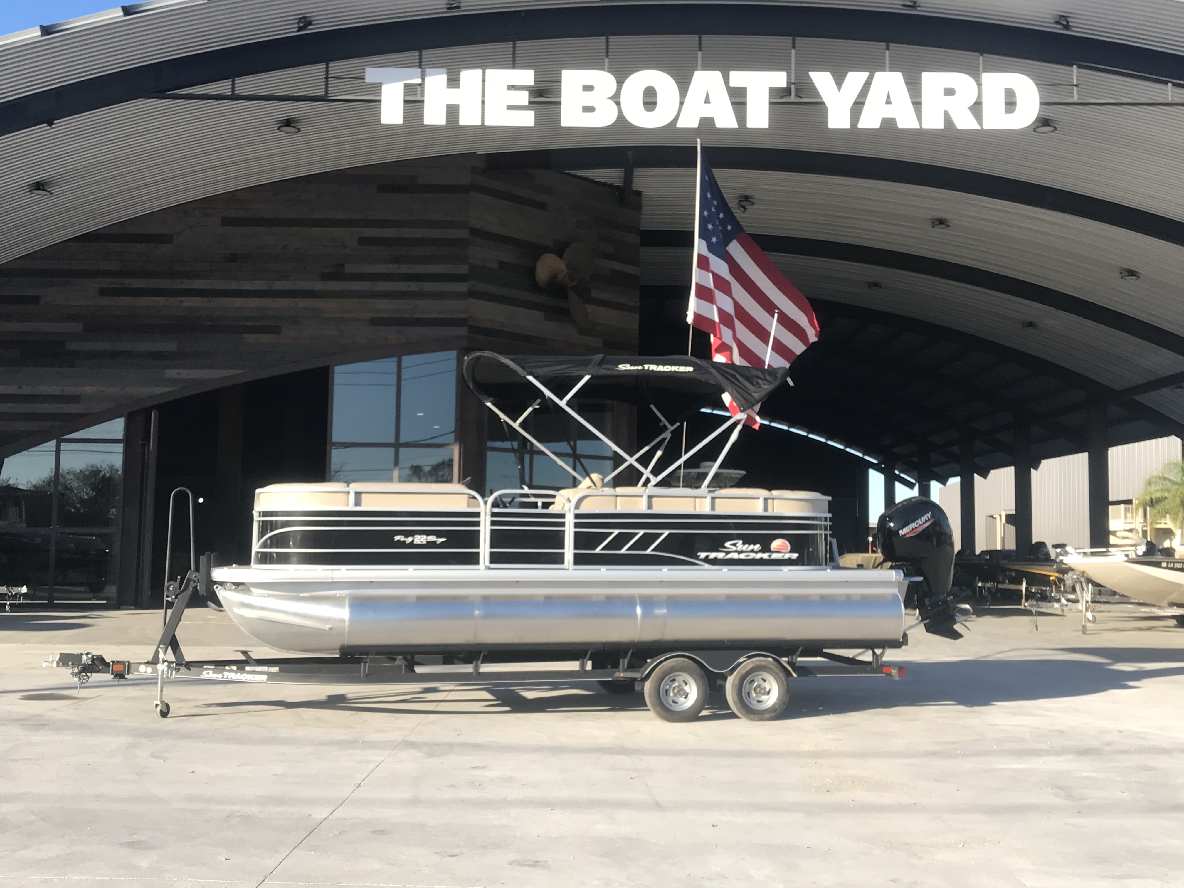 2022 Sun Tracker boat for sale, model of the boat is 22 Party Barge DLX & Image # 1 of 15