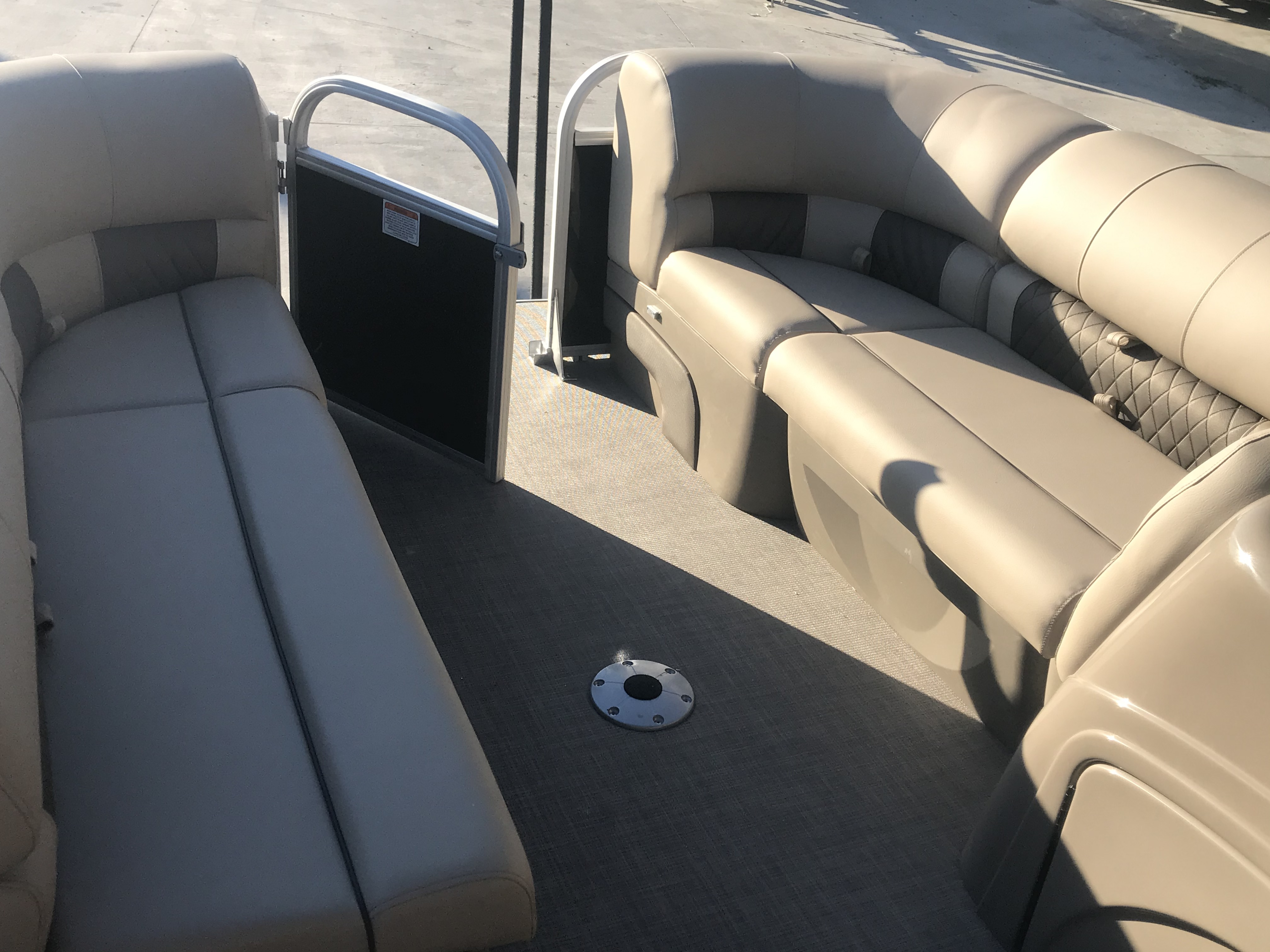 2022 Sun Tracker boat for sale, model of the boat is 22 Party Barge DLX & Image # 10 of 15