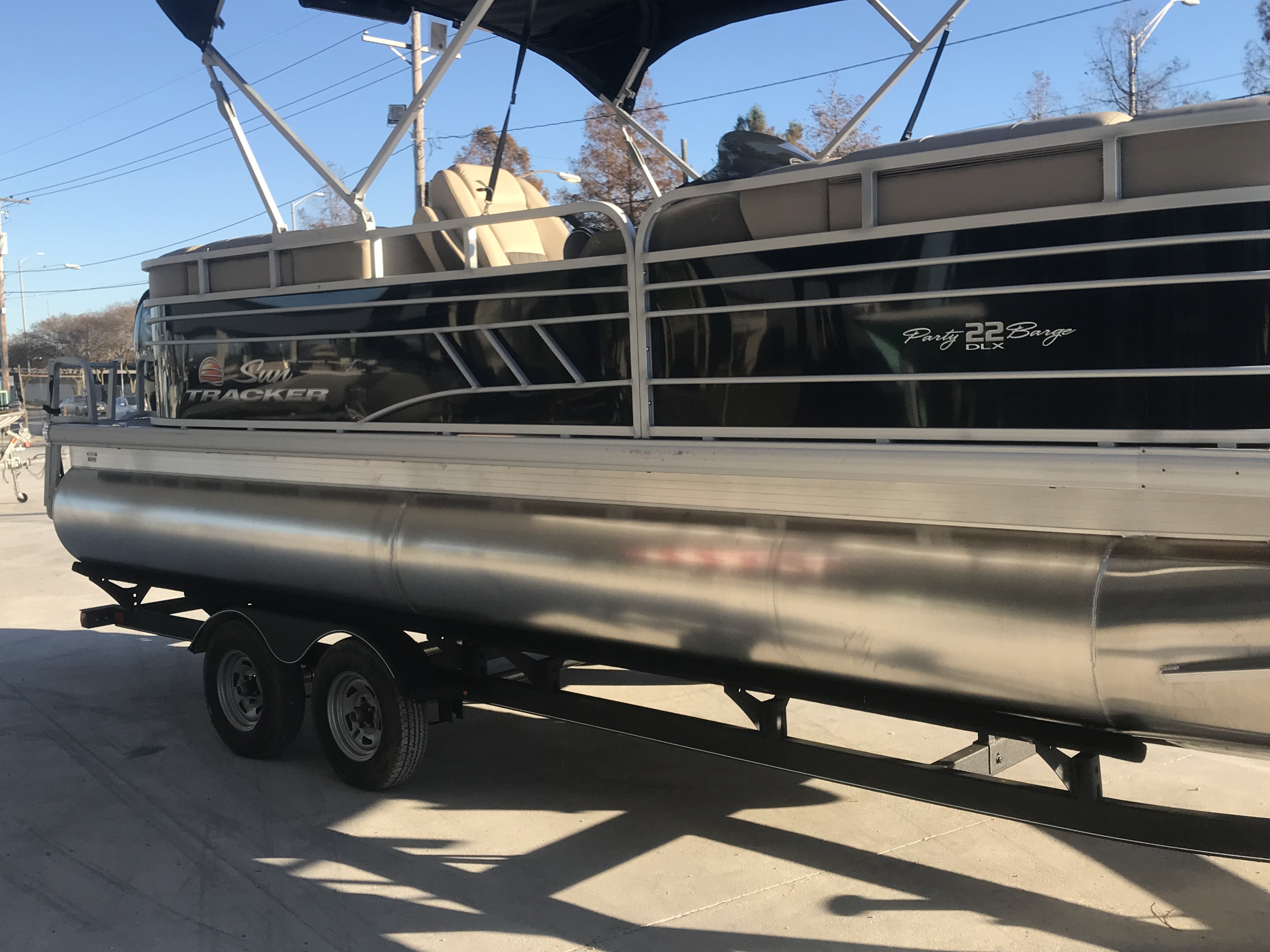 2022 Sun Tracker boat for sale, model of the boat is 22 Party Barge DLX & Image # 9 of 15