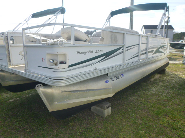 2006 CREST 2240 FF for sale
