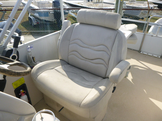 2006 Crest boat for sale, model of the boat is 2240 FF & Image # 11 of 16