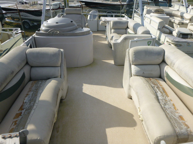 2006 Crest boat for sale, model of the boat is 2240 FF & Image # 13 of 16
