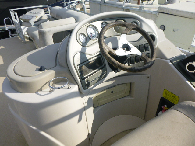2006 Crest boat for sale, model of the boat is 2240 FF & Image # 2 of 16