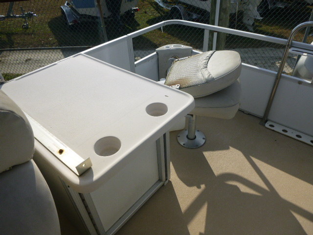 2006 Crest boat for sale, model of the boat is 2240 FF & Image # 4 of 16