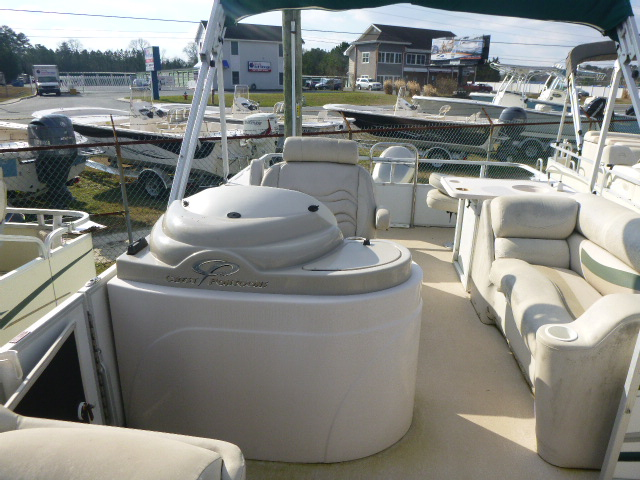 2006 Crest boat for sale, model of the boat is 2240 FF & Image # 5 of 16