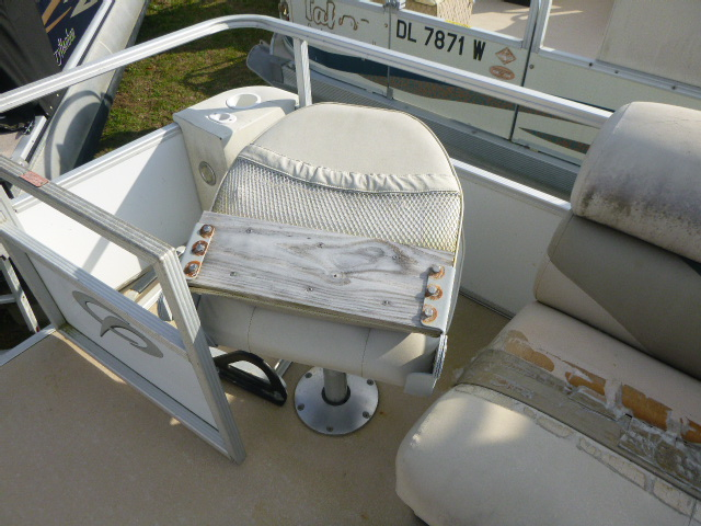 2006 Crest boat for sale, model of the boat is 2240 FF & Image # 8 of 16