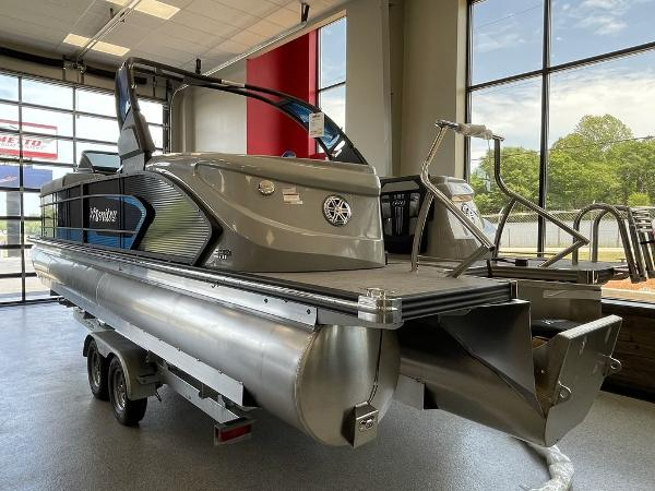 2021 Manitou boat for sale, model of the boat is 27 LX RFXW SHP & Image # 2 of 13