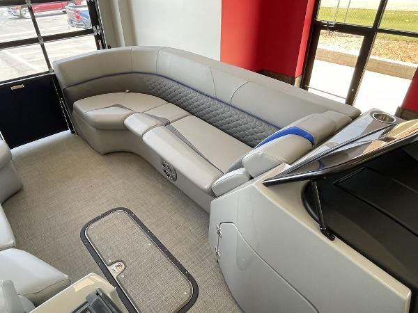 2021 Manitou boat for sale, model of the boat is 27 LX RFXW SHP & Image # 11 of 13
