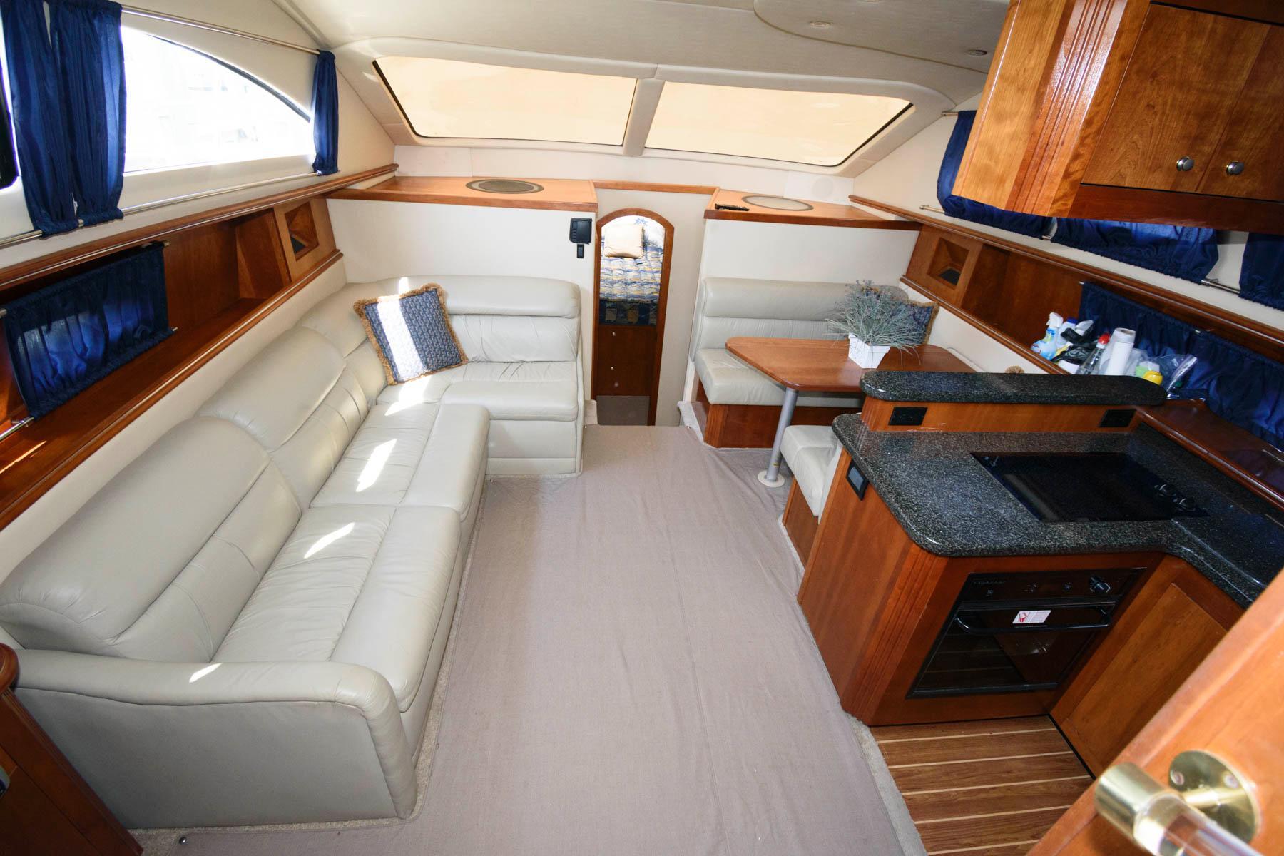 M 6483 BW Knot 10 Yacht Sales