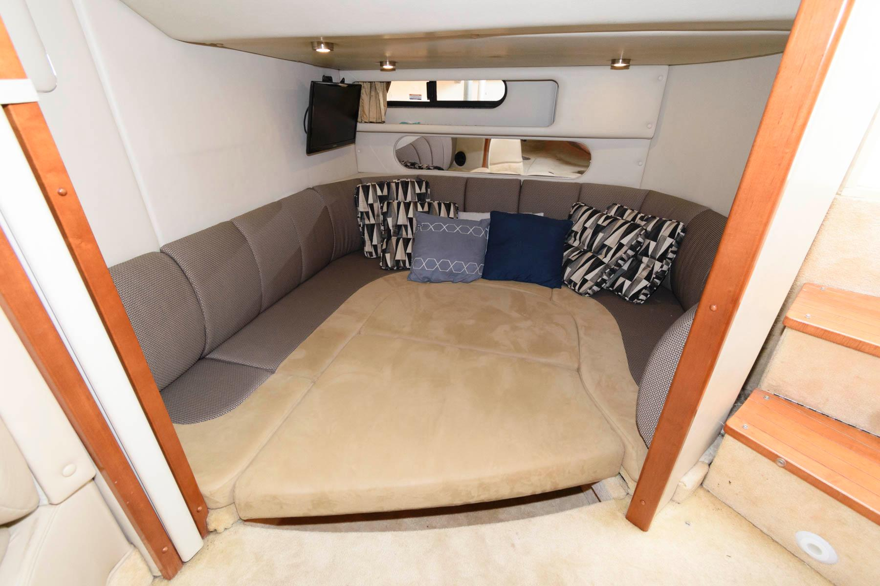 M 6482 VR Knot 10 Yacht Sales