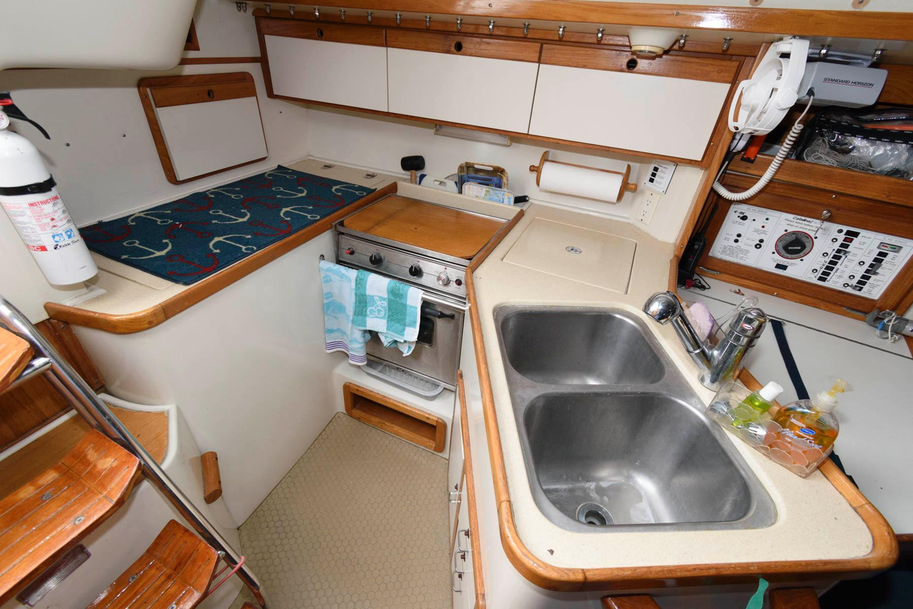 M 5810 SK Knot 10 Yacht Sales