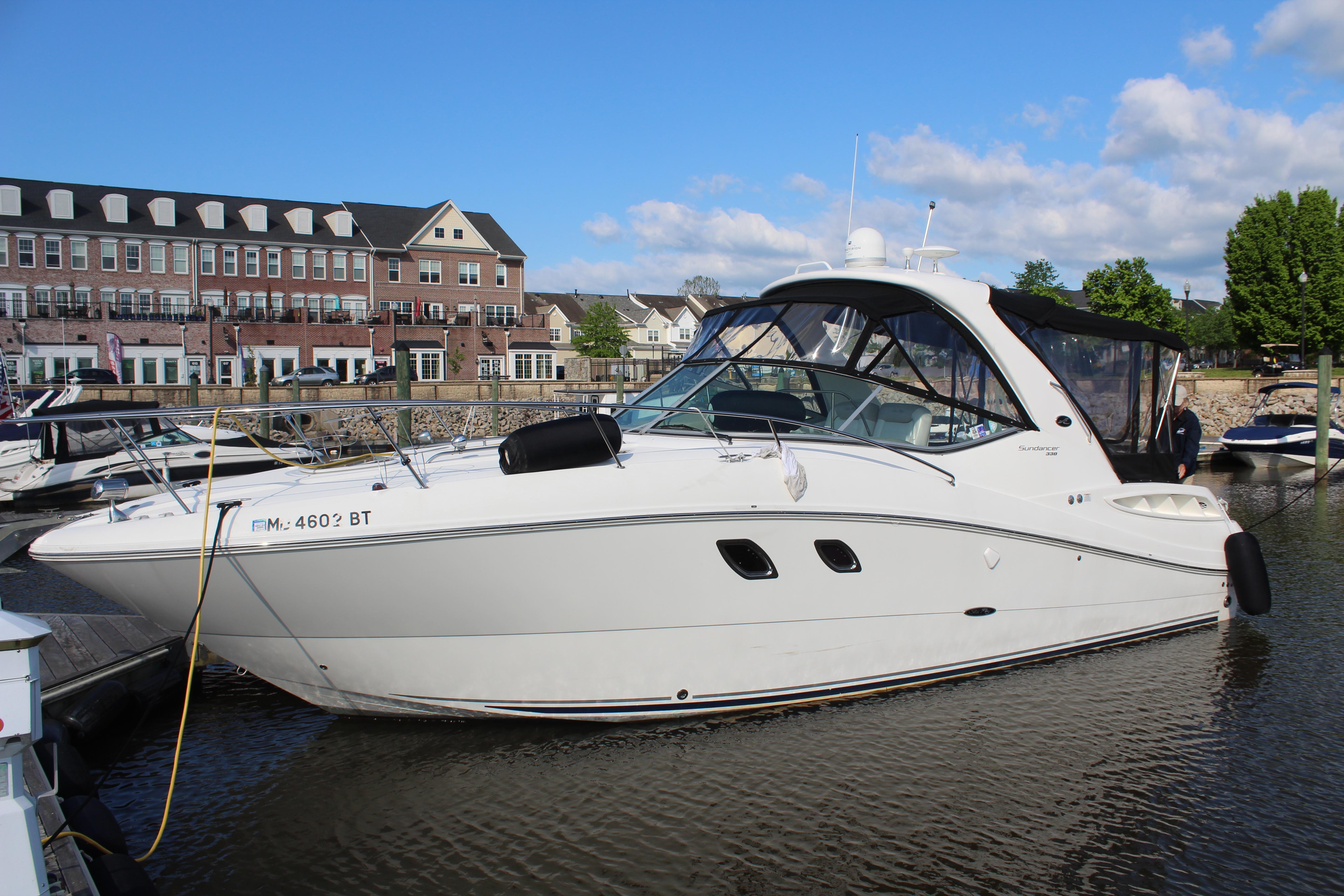 V 6095 RD Knot 10 Yacht Sales