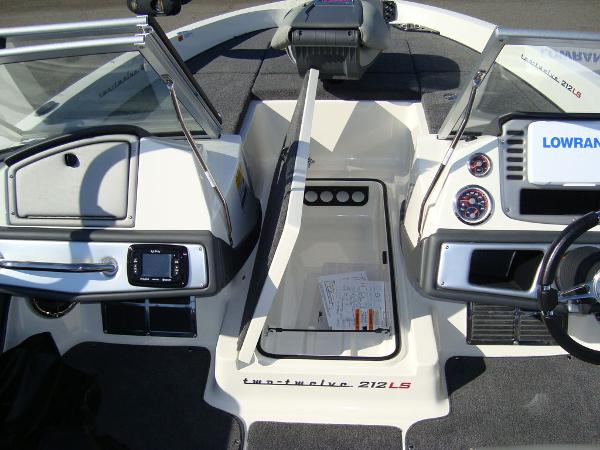 2021 Ranger Boats boat for sale, model of the boat is 212LS & Image # 22 of 29