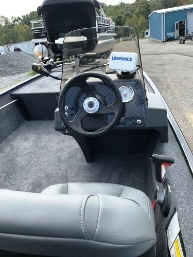 2022 Tracker Boats boat for sale, model of the boat is BASS TRACKER® Classic XL & Image # 4 of 20
