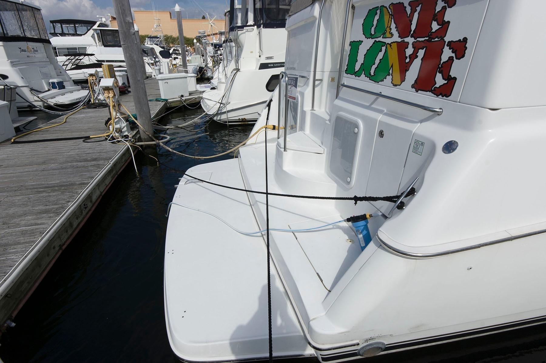 NJ 4560 KG Knot 10 Yacht Sales