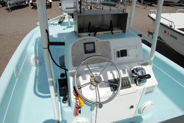 1999 Polar boat for sale, model of the boat is 21 Bay Fishmaster & Image # 9 of 11
