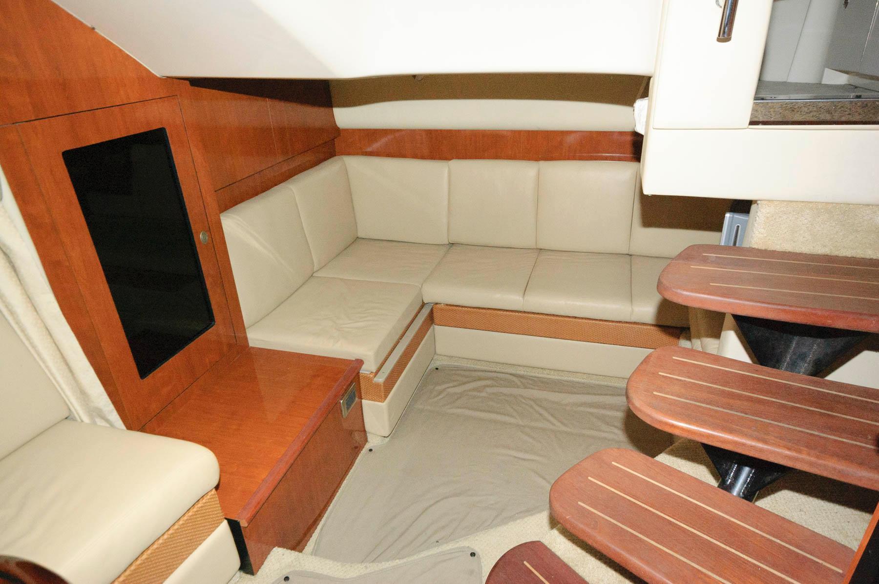 O 5867 HG Knot 10 Yacht Sales