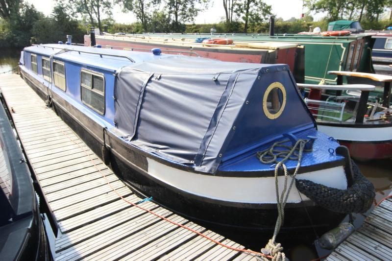 Narrowboat narrowbeam
