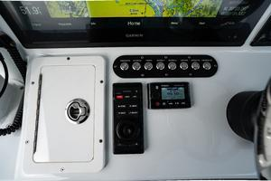 2020 42 Yellowfin Offshore - Switch Panel