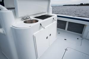 2020 42 Yellowfin Offshore - Wet Bar
