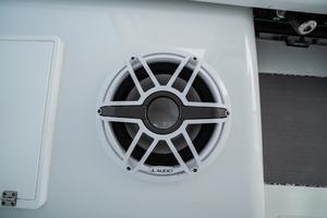 2020 42 Yellowfin Offshore - JL Audio Sub