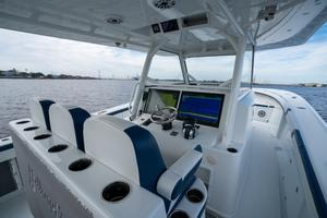 2020 42 Yellowfin Offshore - Helm (1)