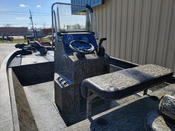 2021 Xpress boat for sale, model of the boat is H190B & Image # 7 of 14
