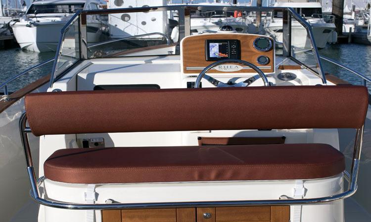 Rhea Marine 23 Open bench seat