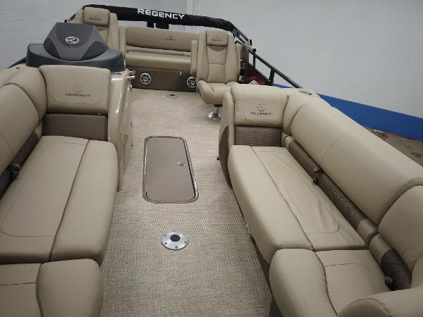 2021 Regency boat for sale, model of the boat is 230 LE3 Sport & Image # 7 of 17