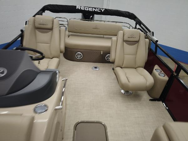 2021 Regency boat for sale, model of the boat is 230 LE3 Sport & Image # 8 of 17